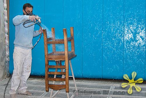 Pinturas blanco lacados y barnizados sistemas for Pintar muebles barnizados
